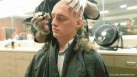 美国海军陆战队新兵训练, 那个被剃光头的少年一脸生无可恋