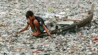 世界上最脏的河流, 河里的鱼儿全变垃圾! 村民: 捡瓶子比捕鱼还挣钱