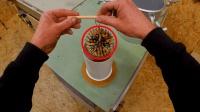 几十根铅笔与环氧树脂混合, 打造一个圆球, 成品果然非同一般