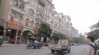 在广西与越南交界的地区, 几乎家家户户挂国旗, 已成一道靓丽风景