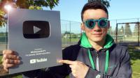 我们大家的YouTube银奖到了, 谢谢你们。