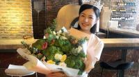 八卦:陈妍希剧组庆生 手捧西兰花甜美灿笑