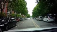 黑色SUV肆无忌惮的左转, 司机的举动不信你不停车!