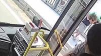 女子欲跳长江大桥 公交司机停车救人