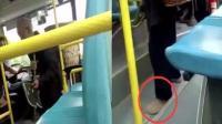 老人因鞋底有泥被迫脱鞋乘车 公交司机已被解聘