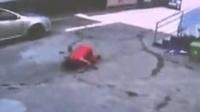 考生忘带身份证母亲跪地求助 民警紧急取回