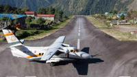 全球最危险的机场, 坐落在2500米的悬崖上, 降落全靠目测