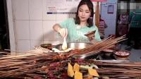 大胃王朵吃重庆最火的麻辣串串! 鲜香唇辣, 我都忍不住流口水了!