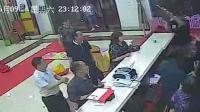 因提醒打烊起冲突 这家人殴打服务员又袭警