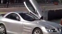 街上拍到的奔驰迈凯伦SLR