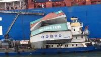 天津港码头一集装箱掉落 致加油船被砸受损