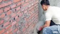涨姿势! 粉刷匠这样给墙面抹灰, 抹水泥都不用抹子了呀, 太先进了!