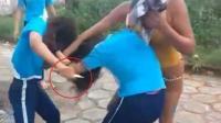 两少女校门口打架撕扯 一方母亲竟献刀协助