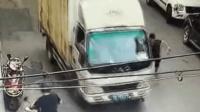 男童飞奔过马路 惨被货车卷入车底碾压身亡