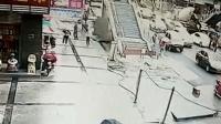 西昌一在建人行天桥发生安全事故 致1人死亡