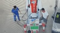 男子要加散装汽油被拒 竟拔油枪砸伤加油员