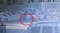 保安提示司机挪车 司机竟将女儿母亲碾压车底