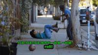 搞笑: 小伙自制感应蜂巢, 路人经过树下时被砸身上, 吓得连滚带爬逃走