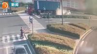 吓人  监拍大货车遭超速轿车追尾 轿车瞬间被铲平司机毙命