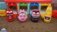 爆笑虫子 幼虫玩具汽车车库玩具 婴儿娃娃厨房玩具和商场玩具 【 俊和他的玩具们 】