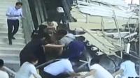 华山景区游客中心吊顶掉落 9名游客被砸送医