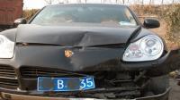 事故警世钟: 路口转弯撞了保时捷, 这车祸证明了豪车不光贵还挺结实的357期