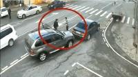小车被追尾, 司机准备报警, 谁知更惨一幕还在后面