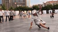 大爷广场疯狂鬼步舞 姜还是老的辣 鬼步舞中的王者