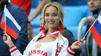6月19日世界杯看台最靓丽:俄美女球迷献飞吻颜值逆天
