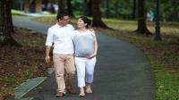 孕期宁愿待家里玩手机, 也别在这2个时候去散步, 白走一趟还伤胎