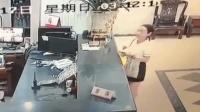 女子凌晨上错网约车被害 尸体惊现烧烤店冰柜