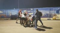 俄警察面前 克罗地亚阿根廷球迷打作一团
