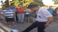 罗斯托夫警察炫球技惊呆球迷