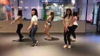 五位美女教室里热舞一跳成名, 扑面而来的青春气息