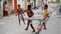 为什么巴西平民窟的孩子球技好, 还经常出球星? 听听老梁怎么说