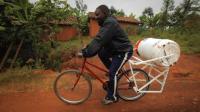 非洲最牛洗衣机, 不费水, 不耗电, 10分钟就能把衣服洗干净