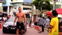 国外社会实验: 肌肉男赤身上街, 回头率爆表