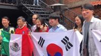 韩驻墨大使酒吧现身 与球迷共享韩墨之战