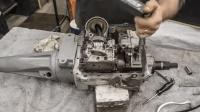 老外修复福特变速箱技术太厉害, 网友: 这技术水平能自己造车了吧?