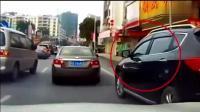 东风小轿车强行加塞致追尾, 丰田汉兰达司机下车就是一巴掌!