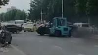 烟台一男子驾叉车疯狂撞人1死多伤 被击毙