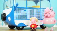小猪佩奇的浅蓝色野营车玩具