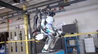 京东快递机器人上街送货, 技术升级下, 选哪些工作不会被淘汰?