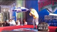 【拍客】小伙街舞PK最炫民族风