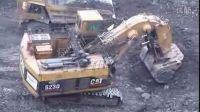 卡特5230大型正铲挖掘机装车