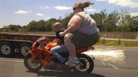 牛人就是牛人, 这样开摩托车, 我还是头一回见