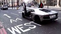 实拍中东富二代伦敦街头驾兰博基尼开车门炫富