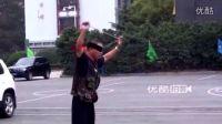 【拍客】我们的奥林匹克6旬牛人蒙眼滑板上玩转空竹