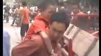 512汶川大地震地震现场视频-震后30分自救