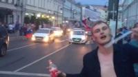 赛后更疯狂!俄罗斯球迷手举国旗街头狂欢庆祝